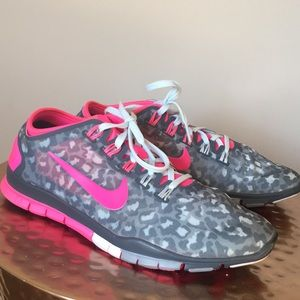 Nike grey leopard/hot pink Free Connect Size 7.5
